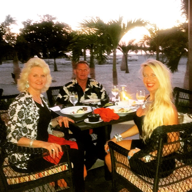 Shawn Rene Zimmerman fashion style family dinner Aruba beach healthy dining model athletes faith family